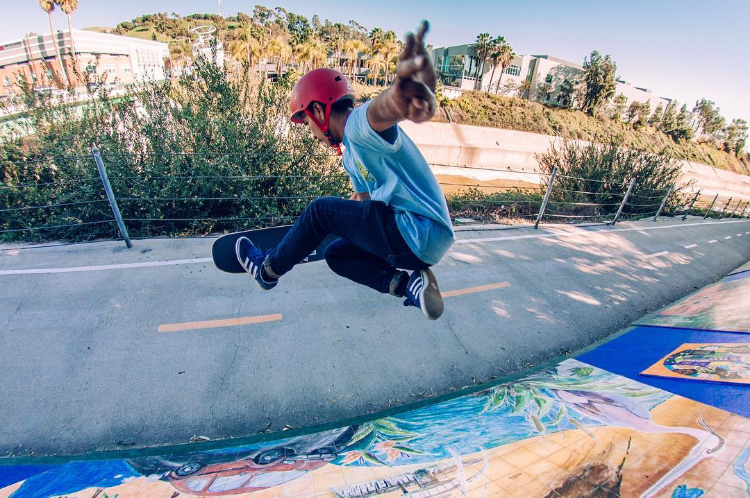 #OrangatangAmbassador @stevenvera.a floating a boneless somewhere in Los Angeles