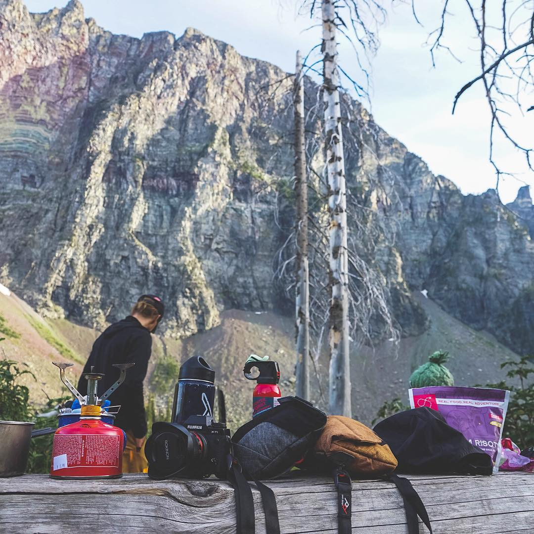 An assortment of pouches. Range Pouch comes in three sizes and adapts to the lenses you want to carry. #findyourpeak