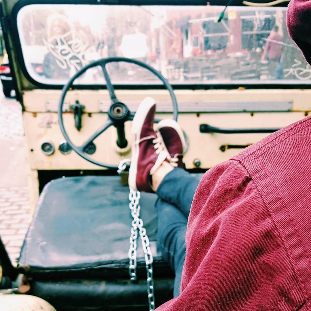 M a r e a . . . #vsco #vscogood #vscocam #streetstyle #streetphotography #retro #vintage #sneakernews #sneaks #kicksonfire #kicks #fashion #style #tagsforlikes