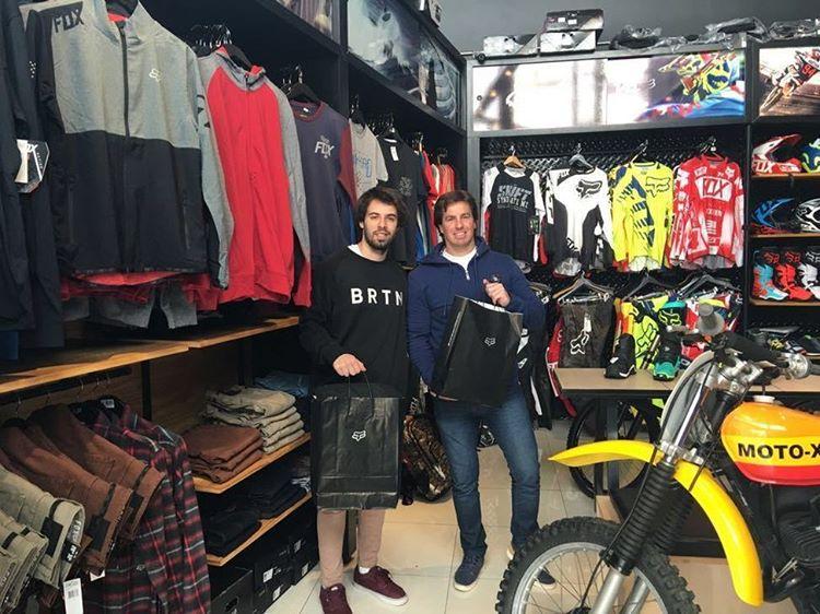 @RamiQuesada y Nico Bruno de @surfandrocktv en nuestro Store de Olivos. Gracias por la visita amigos! #FoxHeadArgentina