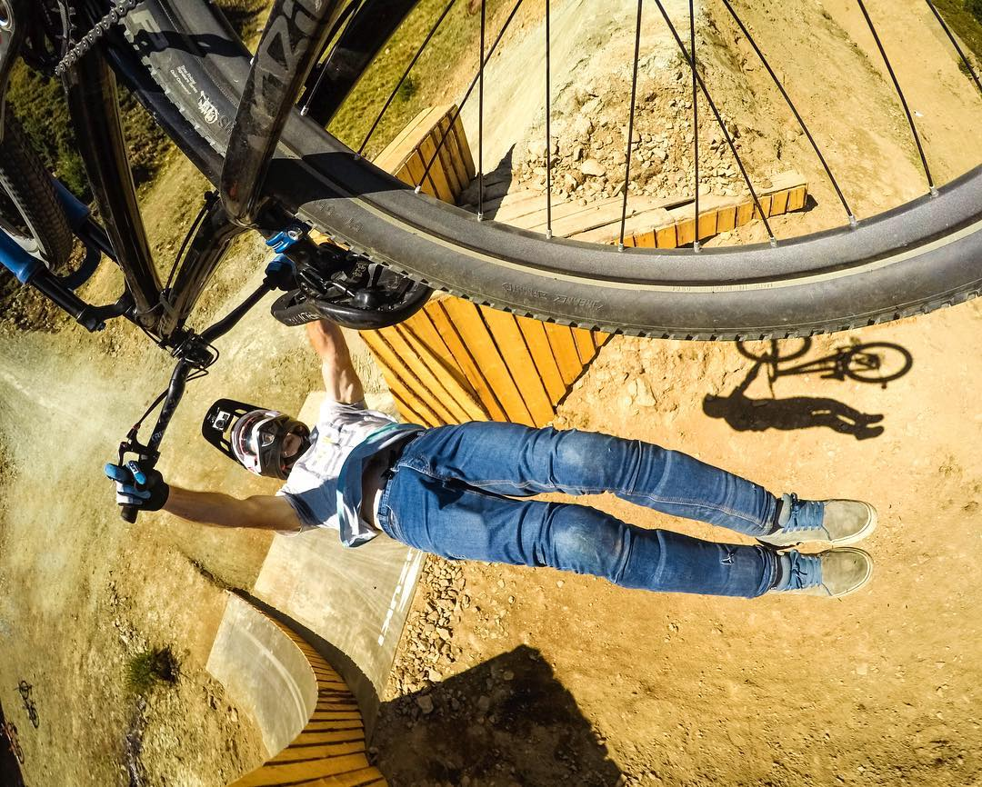 Big ups to @diemtb for nailing the shot at @nineknights #MTB! The #HERO4Black was set to #Burstmode with 30/2. Solid work!