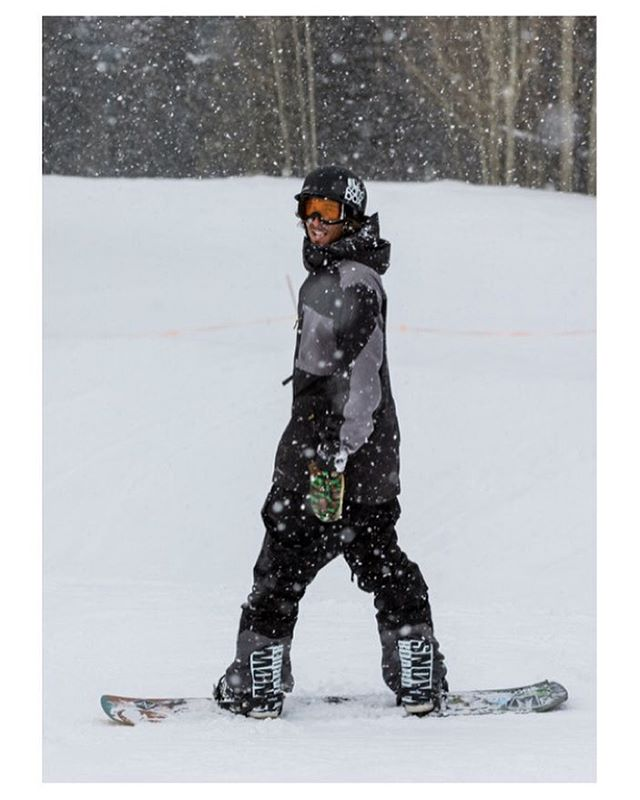 Scotty Vine (@scottyvine) is not only one if the most creative riders in snowboarding but he is also a birthday boy. Happy Birthday Scotty! He rides the Flux TEAM @snowboardermag collab bindings which you can check out right now at flux-bindings.com....