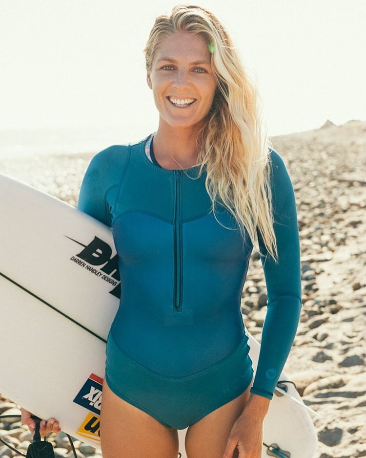 @stephaniegilmore is in the #swatchwomenspro Final! Stop scrolling, smile and switch to the @wsl app to support the 6 time world champ as she takes on @tylerwright.