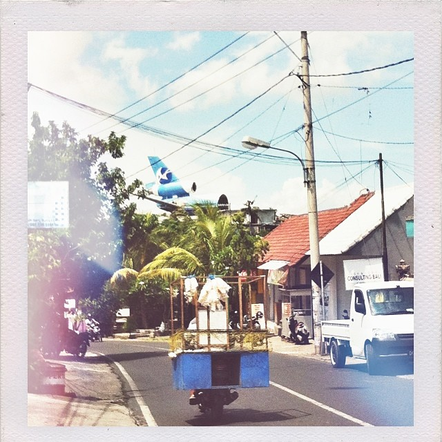 Motorbike Monday - meals on wheels with the Bakso man #krupuk #thisisbali #balifornia #motorbikemonday