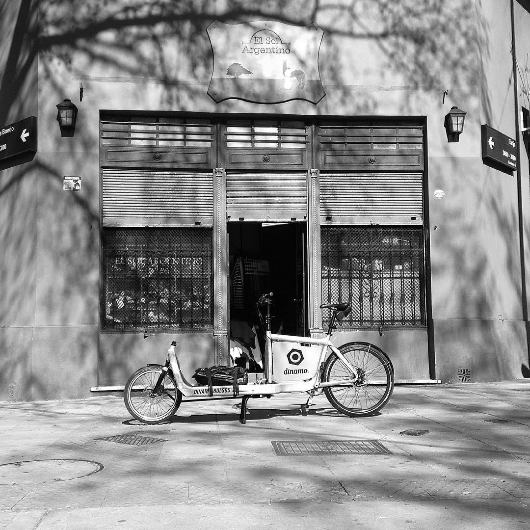 San Juan y Boedo antiguo... #buenosaires #ciclistas #urbanos #onelesscar #bullitt #tango