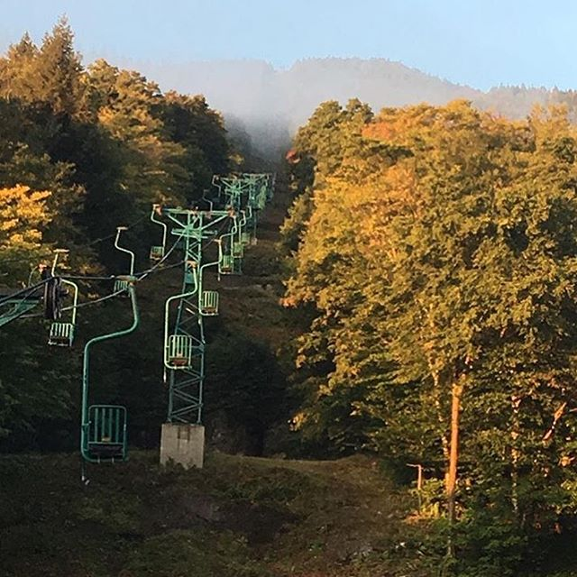 Fall colors are coming @madriverglen  #winteriscoming #embracethestorm #defineyourroute