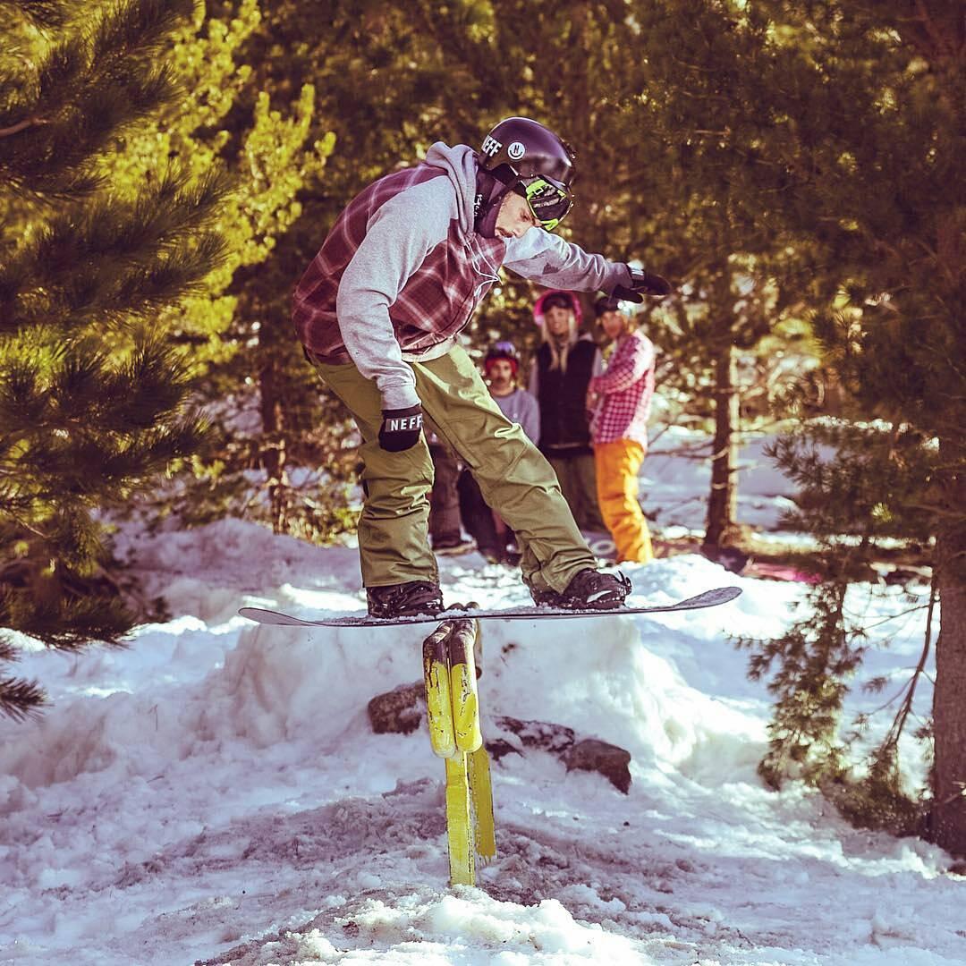 @nicocanzani con #NeffArgentina en la nieve. #NeffSnow #ontime #ForeverFun #Youreoneofusnow PH: @laloficial