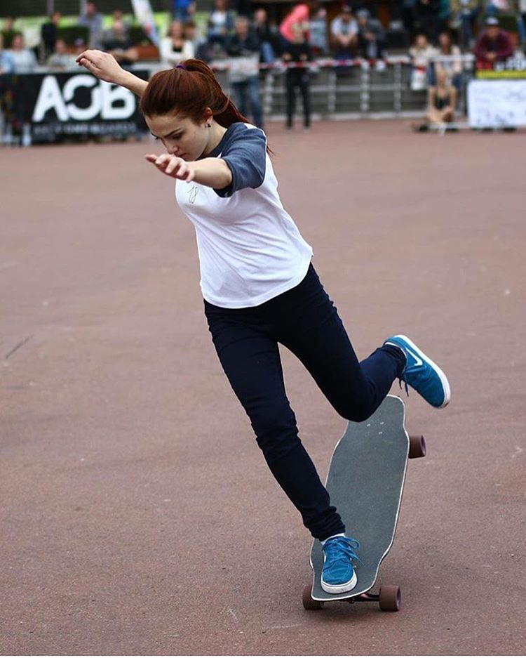 LGC Russian rider @katevoynova defying gravity during the #hamburglongboardopen