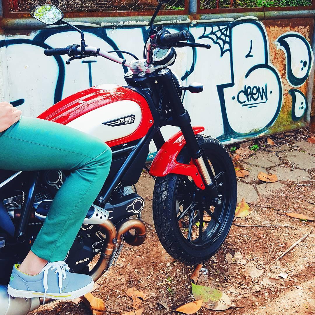 ⚠New in Stock⚠ . . . #vsco #vscocam #vscolife #igers #sneakernews #sneaks #kicksonfire #kicks #motorcycle #streetstyle #lifestyle #fashion #menswear #tagsforlikes #streetart