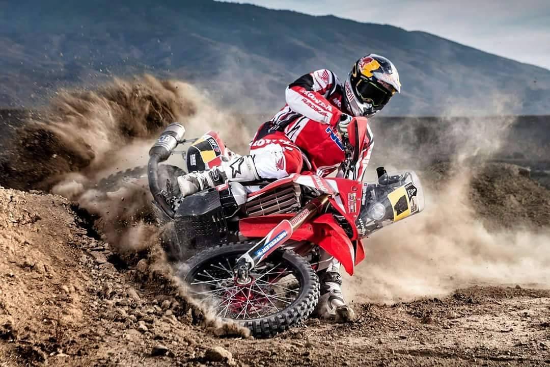 Hoy nuestro #TBT junto el gran @sundersam , increíble atleta y gran persona!!! #Dakar2013 #Radikalracing #Hondahrcrally #Bepro  Ph. By. Red Bull