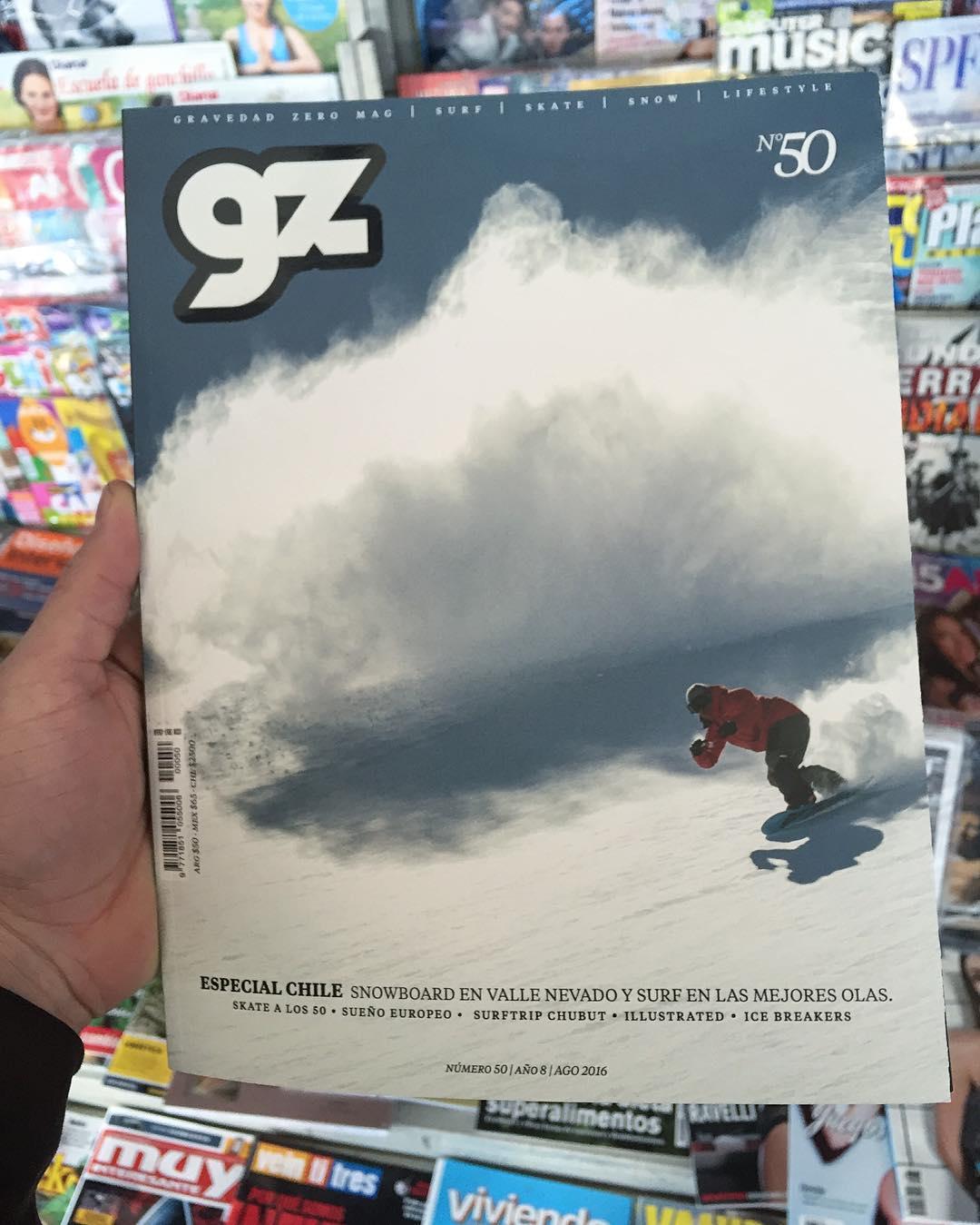 Lindo ir a un kiosco y encontrar a  @natalurdi en la tapa de la revista @gravedadzerotv  #snowboarding  ph @julianlausi