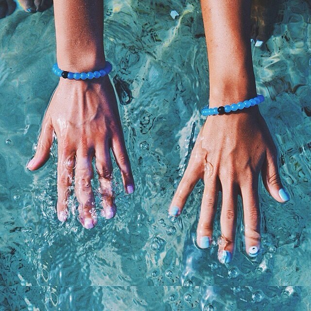 Hands down, clean drinking water shouldn't be a luxury.  For every Water Lokai purchased, $1 will be donated to @charitywater to build wells in Ethiopia.  Only two days left – head to the link in our bio to get it before it's gone #livelokai