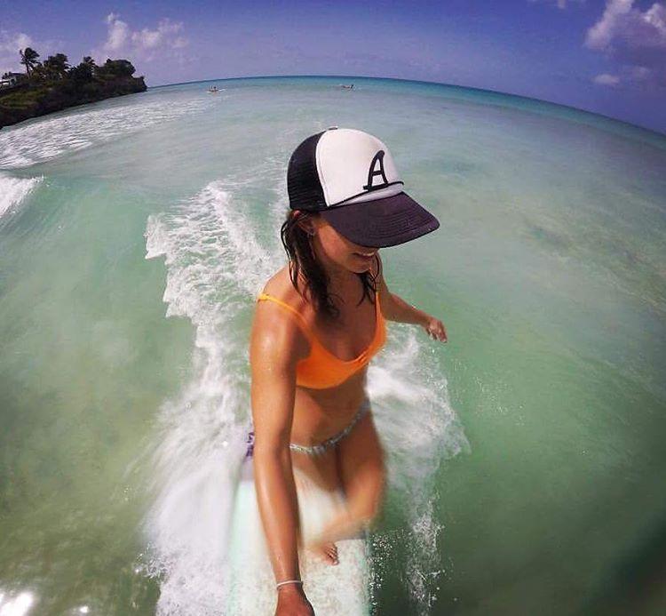 #akelasurf Ambassador  Amanda Giberson @_longboardlove #barbados #freightsbay #tropical #noserider #paradise