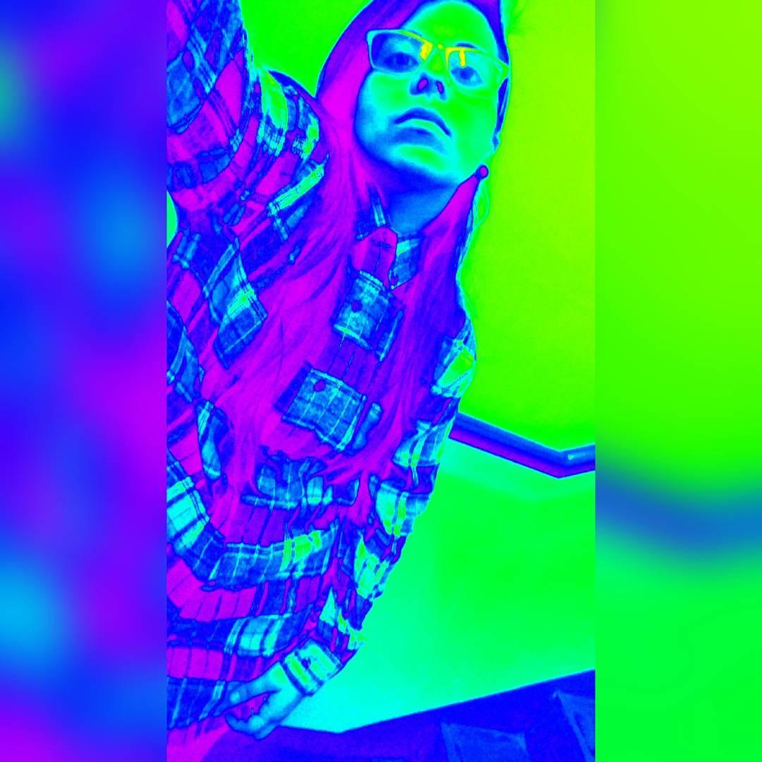 Así de distorsionada, confundida, bicolor. Así me siento. . . . . . . . . . . . . . . . . . #lesbian #swag #lesbianstyle #tomboy #dyke #butch #tomboystyle #instalesbians #tomboyswag #goybirl #butchlesbian #instalesb #tomboylookbook #instagood #style...