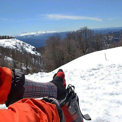 A días de terminar el invierno, en #OliverSocks lo despedimos a lo grande gracias a la foto de @cotyleon22 que crea su propia historia con la comodidad de las #Bailey en sus pies. ¡Muchas gracias @zephyr_gear por compartirla con nosotros!  Vos también...