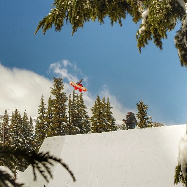 @_mikeymarohn was on cloud nine all #superpark18 . Mikey Sleighed it all week , be sure to peep his game in our edit. @homeschool @oakleysnowboarding @bluebirdwaxandsnowboards #forridersbyriders #handmadelaketahoe