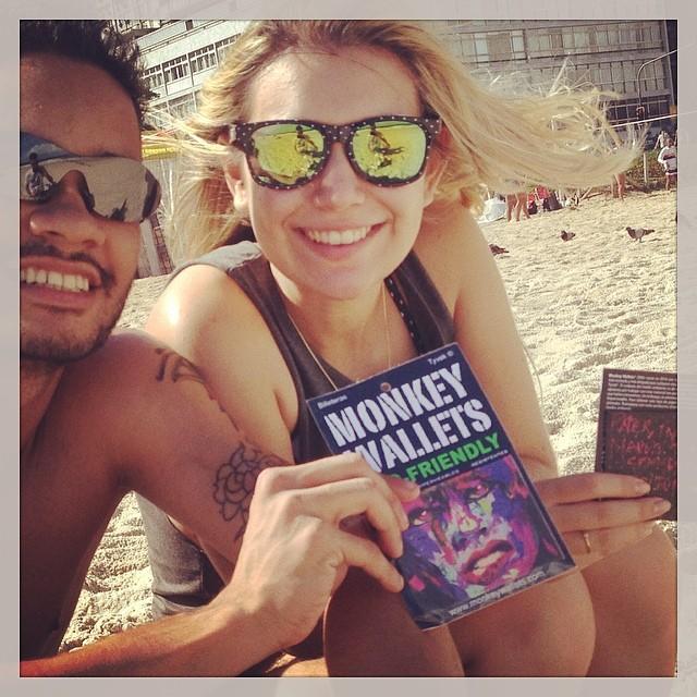 #riodejaneiro #monkeywallets #tyvek #garota #praia #ipanema #surf @monkeywallets