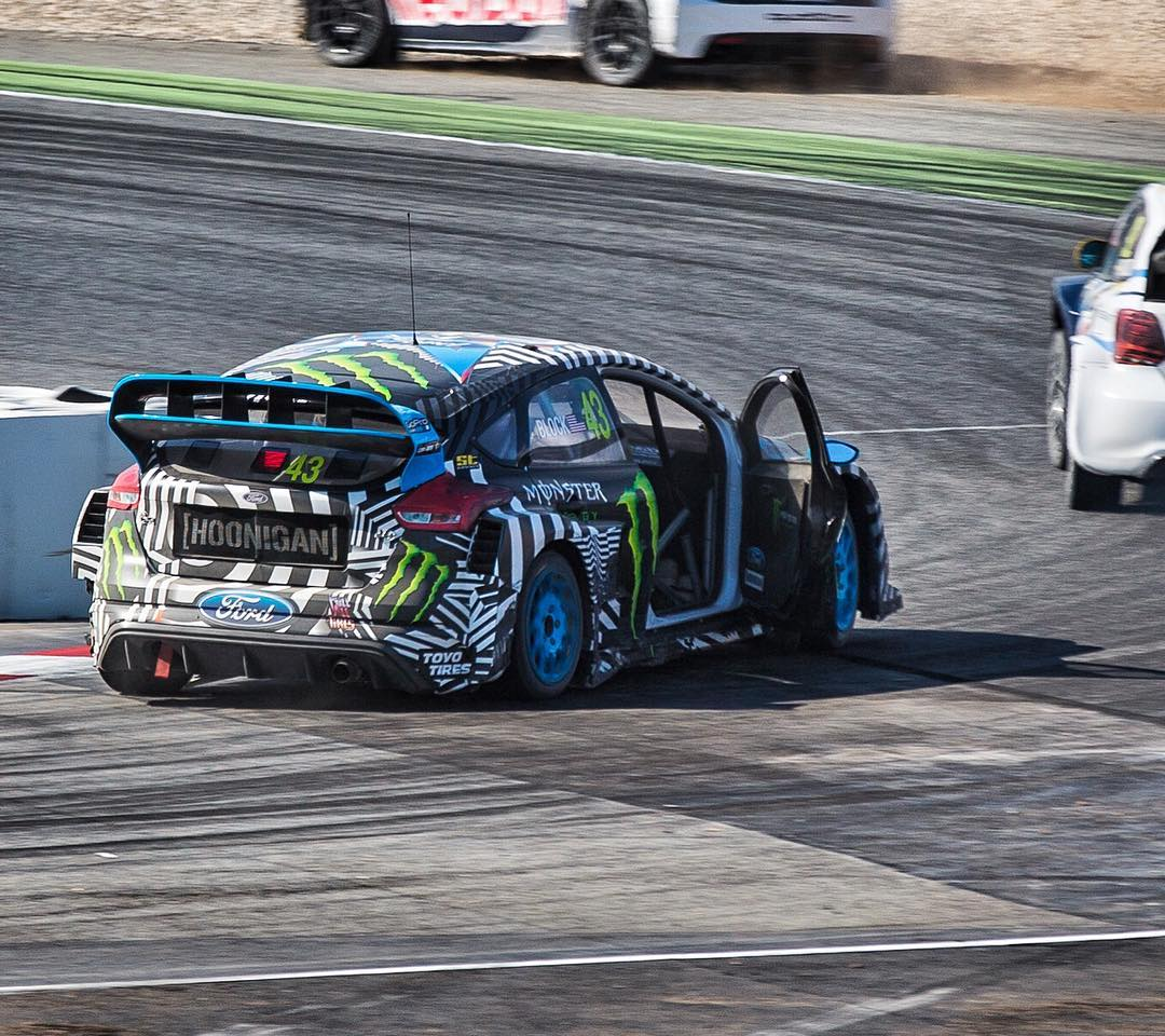Door open in the middle of a Qualifier yesterday - because rallycross. Because heavy contact, to be exact. Yeah, it's a pretty bizarre feeling racing with one of my doors wide open! #pressonregardless #doorbangin #BarcelonaRX #FocusRSRX #FordRallyX