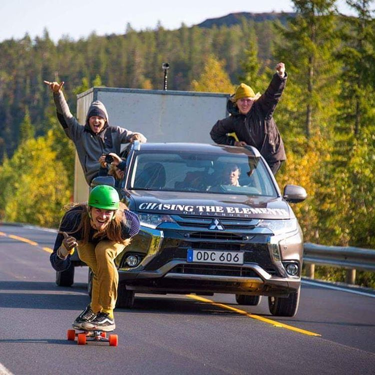 #LoadedAmbassador @mauritz_arm had to make a stop by the Norwegian border to skate while the rest of the Chasing Elements crew cheers him on!  #LoadedBoards#Orangatang#Tesseract #truncated #MOEadventures @chasingtheelements  @fjallravenofficial...