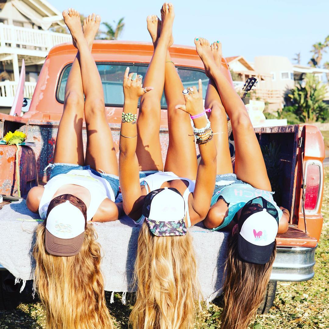Lazy Sunday! #shaka #pickuptruck #girlsjustwannahavefun #sundayfunday #luvsurflife @maliafaramarzi