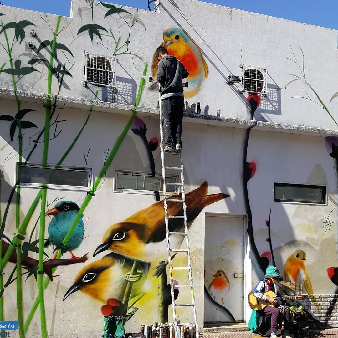 Que bueno es que cada uno pueda expresar su hobby, su pasion, su arte, su magia. Este mural esta en el barrio chino de belgrano.  #barriochino #arte #mural #pintor #artecallejero #argentina #ig_argentina #estaes_america #samsung6edge #bird #graffiti...