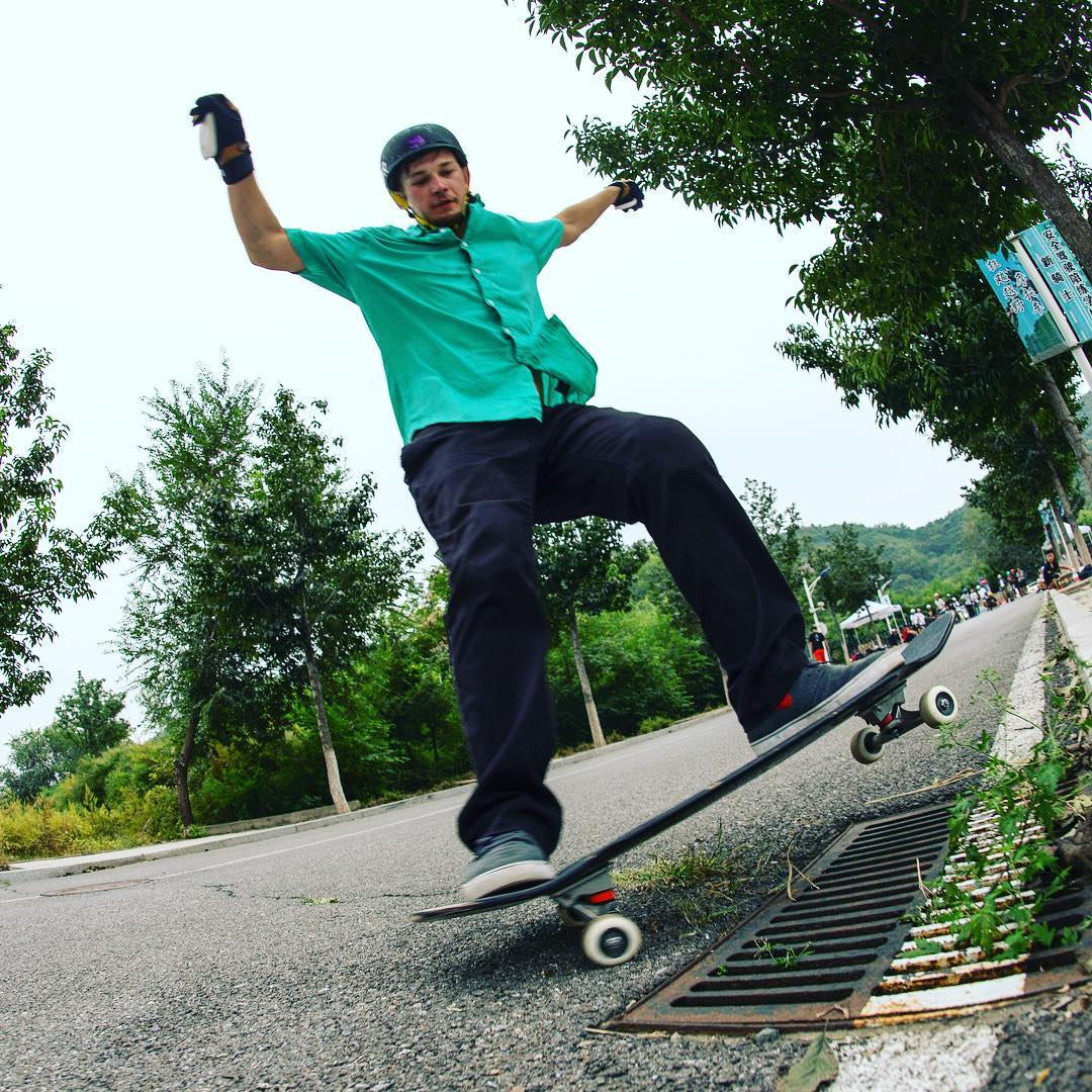 @levipurple getting nose blunt slidey at the local slide jam in #beijing China.