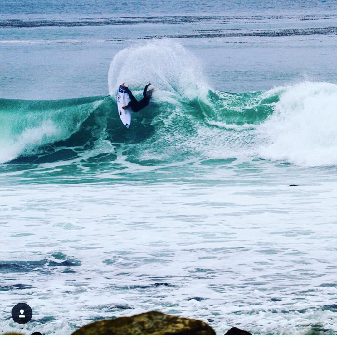 Team rider @nickrozsa laying into Monday @salty_beards @reef @proctor_surfboards