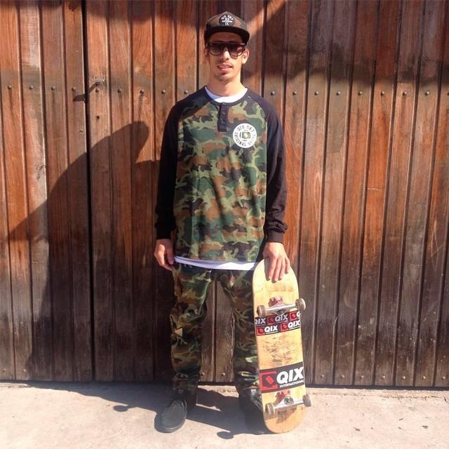 @pablocavalari no kit da sessão! Calça de Moletom Camuflada - LOJAQIX.COM.BR #qix #qixskate #skate #streetwear