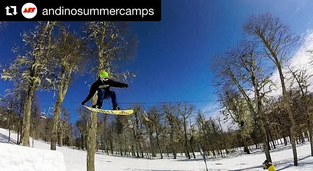 #Repost @andinosummercamps @gerlorenzani #thriveargentina #snowboarding