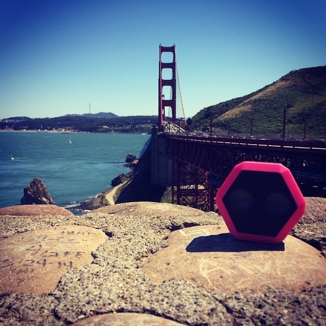 Dope shot courtesy of @moosethevagabond  #swagphotooftheday #SF #goldengate #bridge #pink #boombotix