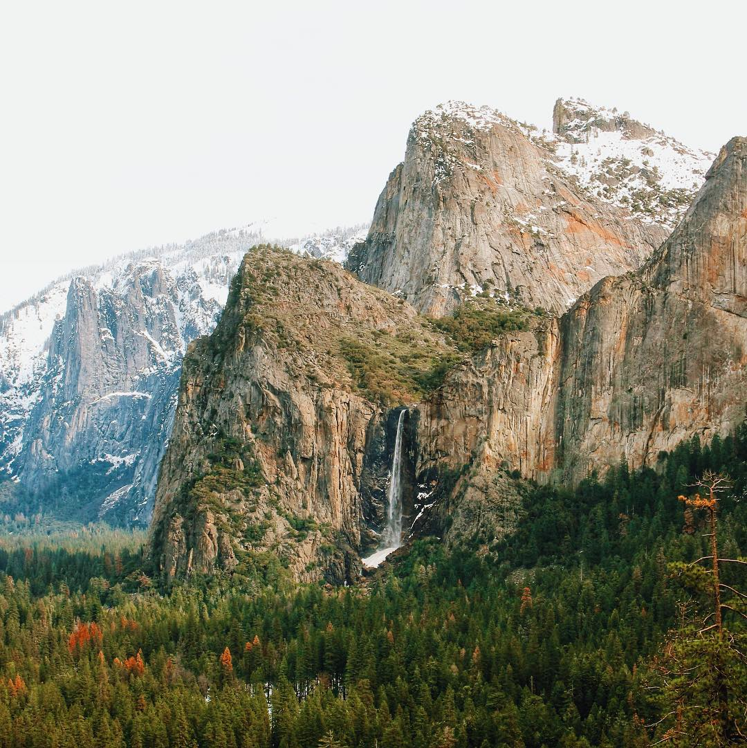 This tunnel view in Yosemite will never get old no matter how much I look at it. This is one park to put on your bucket list! But always leave it better then you found it! - @jessgrambau