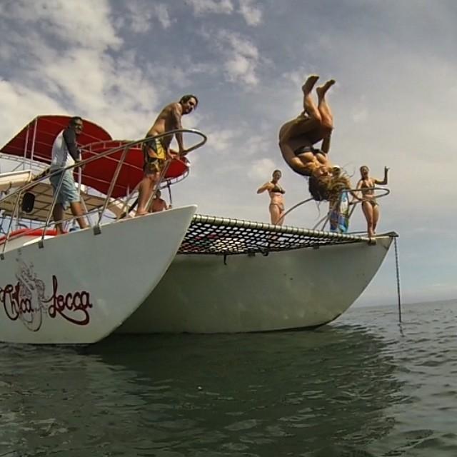 Backflips all day in #sayulita #mexico with @rachshredgnar #gobigdogood #goodpeople #funinthesun #marietaislands #backflips #sailing #boating