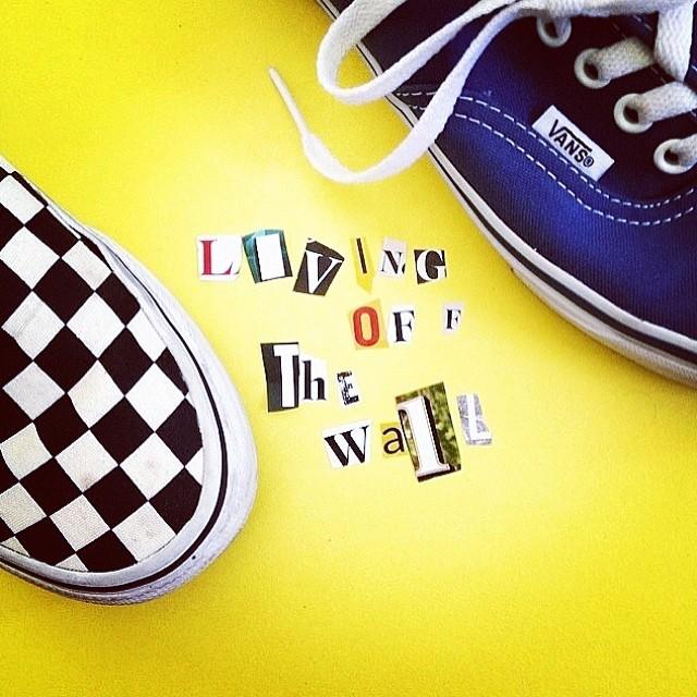 Ya está en marcha el concurso #LivingOffTheWall de hoy vía Twitter ! La temática es #Fotografía y premiaremos con una remera a las 5 personas que logren expresar de la mejor manera el concepto de vivir la fotografía Off The Wall a través de una foto o...