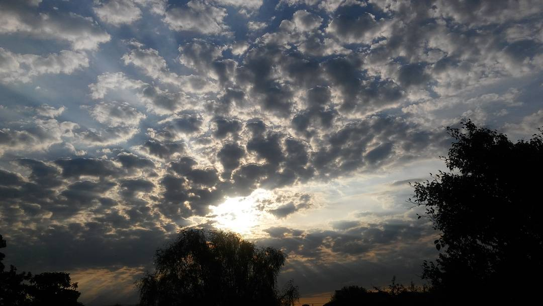 Instantes perfectos.  #ph #photography #felizdia #afternoon #tarde #cielo #sky #nubes #clouds #cloudstagraeme #instasky #spring #primavera