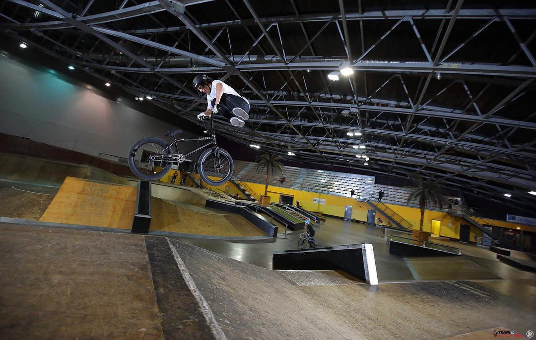When the park is nearly empty, @tanguylabertrande goes to work! #SixSixOne #661Protection #BMX #ProtectFun