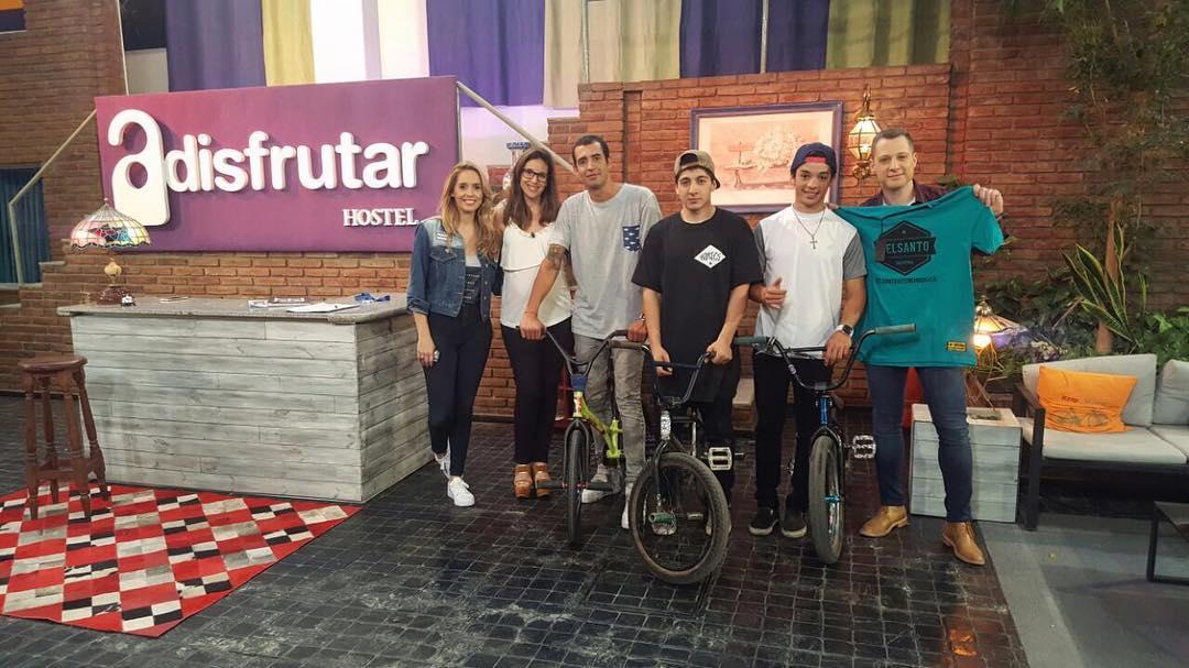 Gracias gracias y gracias a @poloflat  por llevarnos a todos lados agradecidos totalmente  Algo de una gran nota en el canal local gracias  @poloflat  @poloflat  @poloflat  #delsanto #bmx #flat #tv #canal #argentina