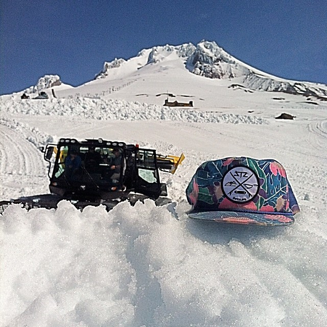 The homie @ckskinc is repping at @mt.hood this week for cutters camp! If you ever get a chance to venture to hood enjoy, it's one of our favorite places. #stzlife #mthood #oregon #stillsnowing #professionaloutsider #happyshredding // www.mystz.com