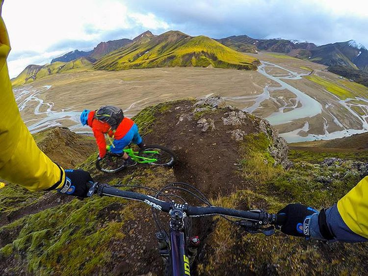 MyPakage Entourage Athlete @geoffgulevich shares his unreal view from an epic bike trip in Iceland. Where did your adventure take you today? Tag us so we can check it out!  #permissiontoplay #iceland #MyPakage