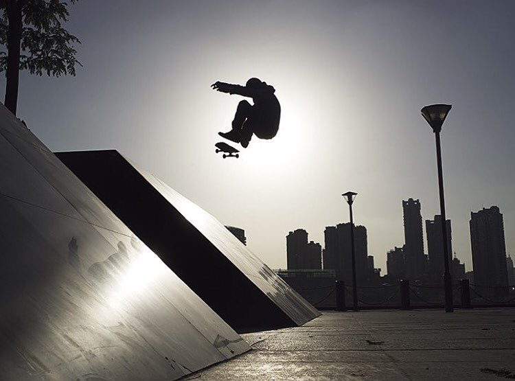 @davebachinsky bank to bank in China || photo @zhaopower #truefreedom #thesweetlife