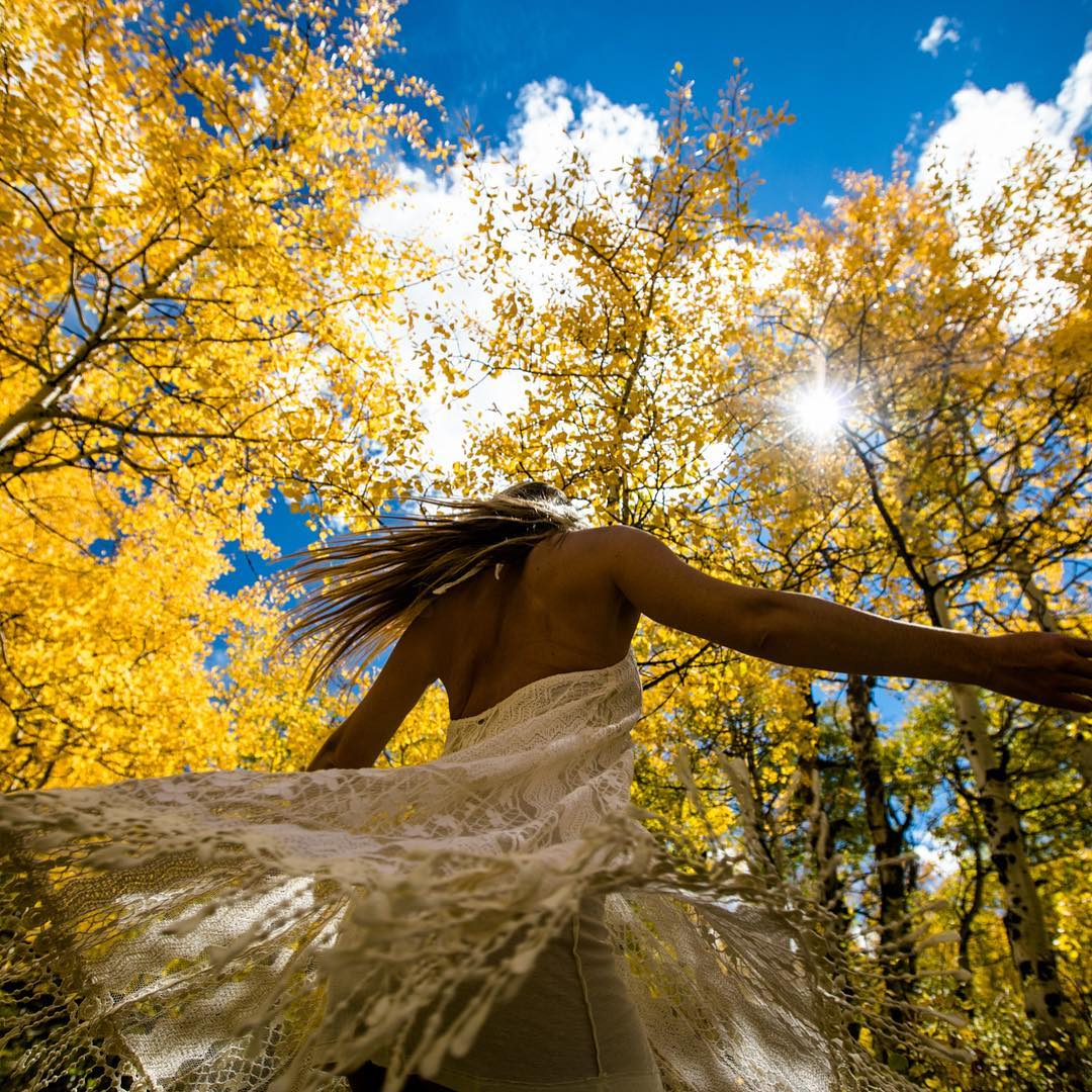 When I was little, one of my favorite things to do was dress up in princess gowns and twirl through the golden Aspen leaves...it's been royal-y rad reconnecting with my Colorado roots...speaking of roots, Aspen trees are bound by one massive...