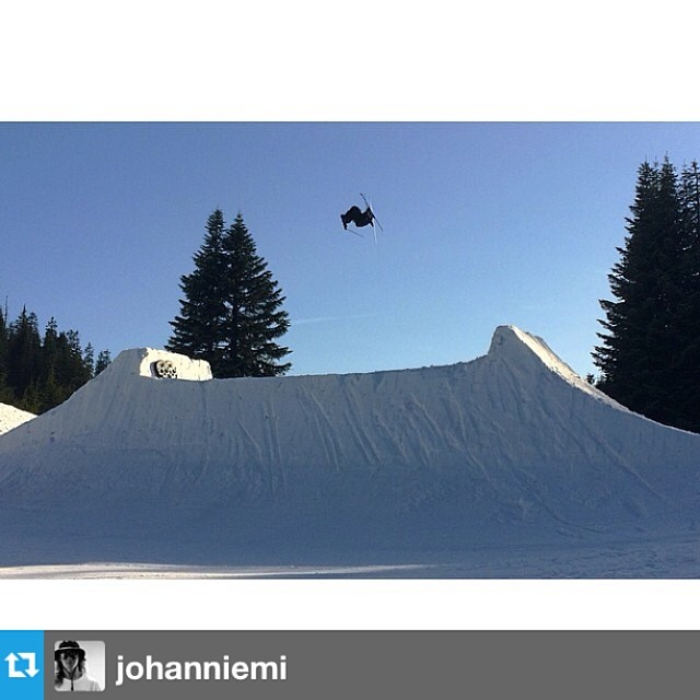 #Repost from @johanniemi with @hugopelletier67 sending in his #freesoul10's at #superunknown --- @hugopelletier67 boostin' the death gap here @summitparks @level1 #superunknown