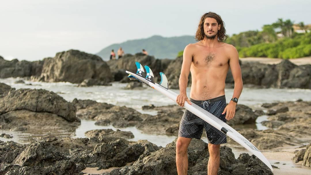 Entrá a nuestro Facebook para leer la nota completa a @nahuelrull que nos cuenta un poco del Warm Up Surf Trip con Marcelo Rodriguez y @7maresmag!! Gracias @afonseca113 por el material