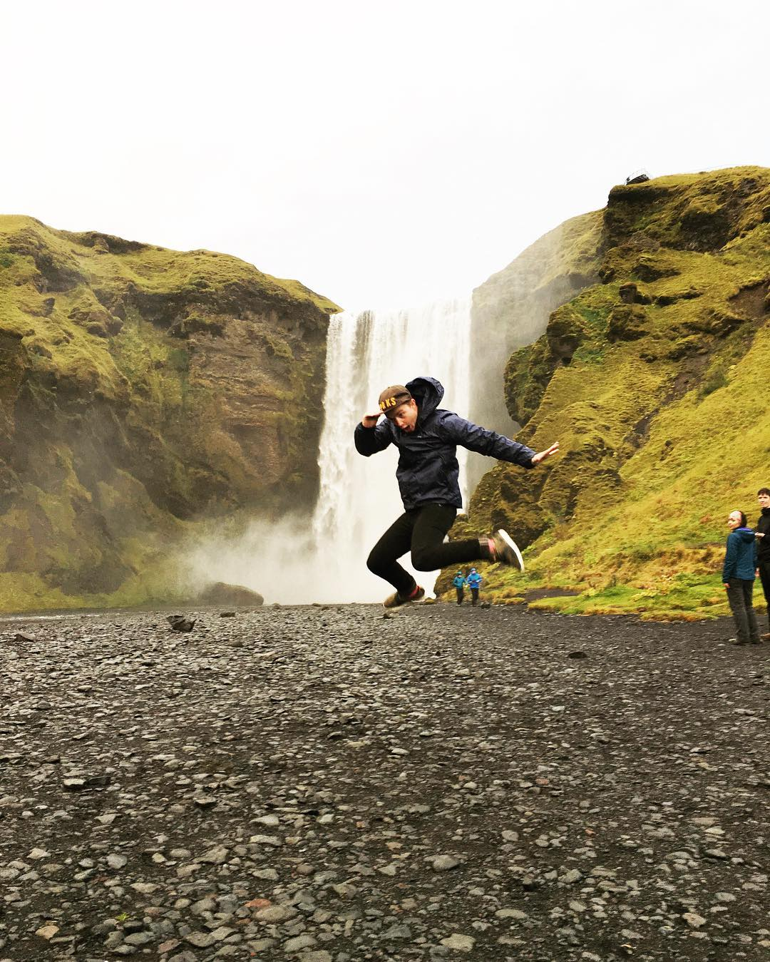 BIG SPLASH Whadda waterfall! #ParkChamp @micahheykoop showing off in our Shortcut Hat up in Iceland.