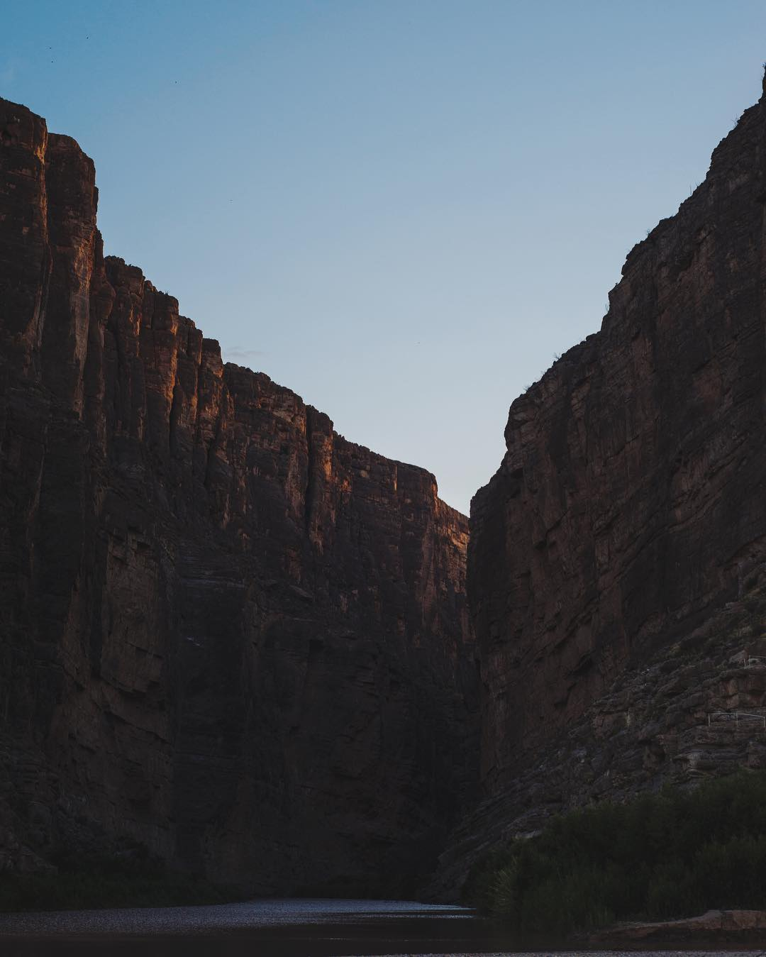 Last light of day trickles down Santa Elena Canyon on the border with our neighbors in Mexico. Lawrence took this shot in @bigbendnps with his trusty Peak gear. #findyourpeak