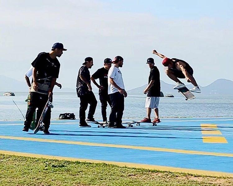 Andar de skate com os amigos é diversão garantida! #qix #qixskate #skate #skateboardminhavida