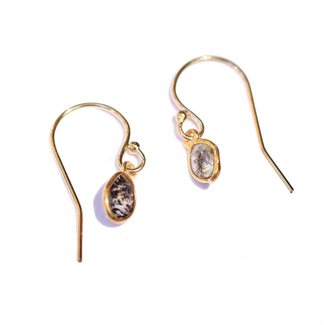 Lovely, elegant Diamond Slice Earrings. Mi amore!  #black #diamonds #diamondslice #finejewelry #juliaszendrei