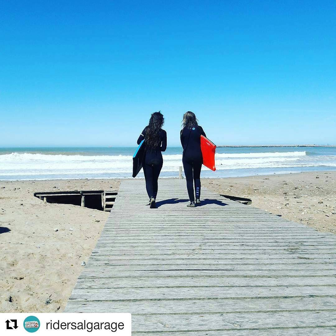 Buen día! Con @ridersalgarage ・・・ Better together #Repost #bodyboard #surfgirls #surftrip #outdoors #waves #sea #beach #surfislife @banga_boards @roxyargentina @roxy @quiksilverargentina #surfclothing #bodyboarding #summertime