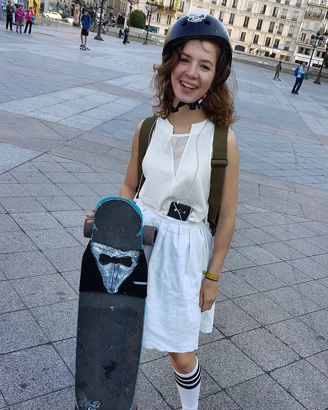 @solennelbrt joined us with her chubby husband #docksession #longboardinvasion #Paris
