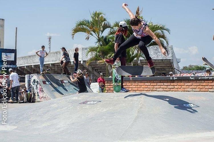 Jéssica Hoefler Bs flip na pista de Itu - SP. Foto: Jhow Pierri. #qix #qixskate #skate #skateboardminhavida