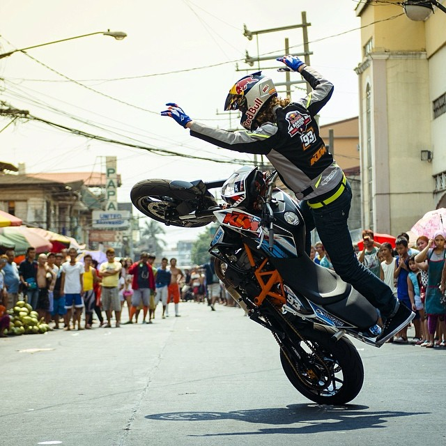 Hands up if you can pop a decent wheelie. @aaroncolton can #bike #motorbike #wheelie #manila